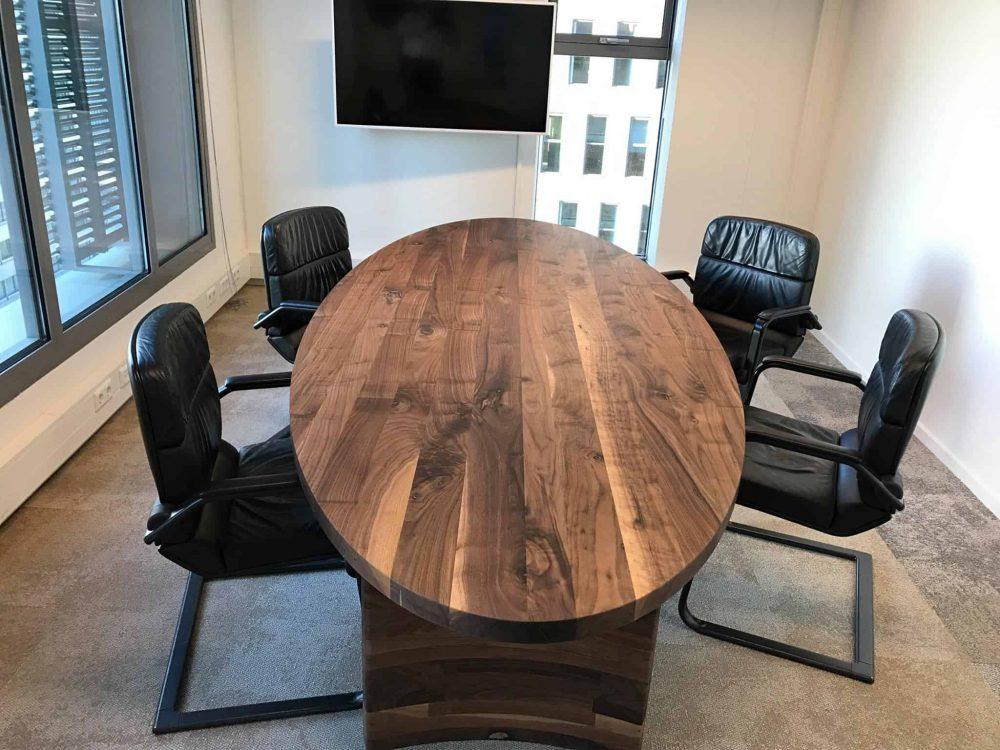 Massief noten houten notenhouten ovale ovaal eetkamer keuken tafel