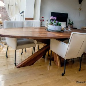 Massief noten houten design tafel eetkamer keuken kruispoot ovaal