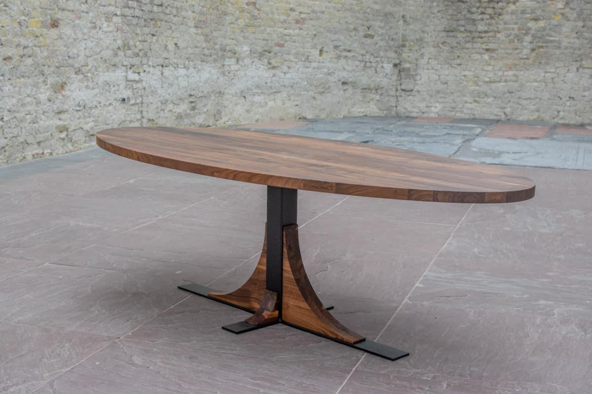 Ovale tafel van notenhout stalen onderstel online for Tafel samenstellen