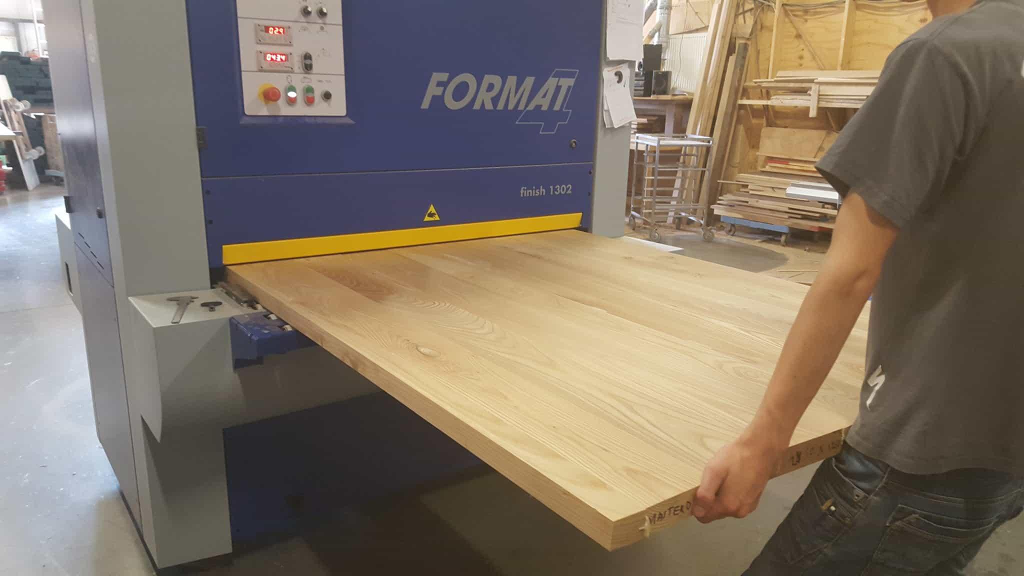 Fabriek_productie_meubelmaker_massief_eiken_houten_bladen_tafelbladen
