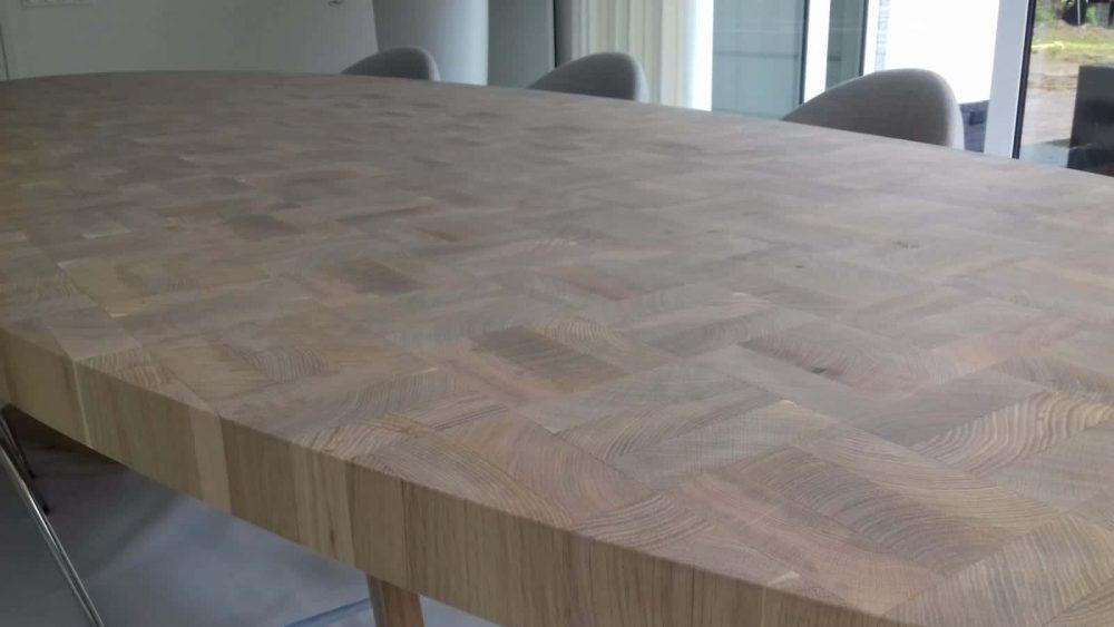 Eetkamer_keuken_Tafel_kops_houten_ovale_blad_massief_eiken_Ovaal