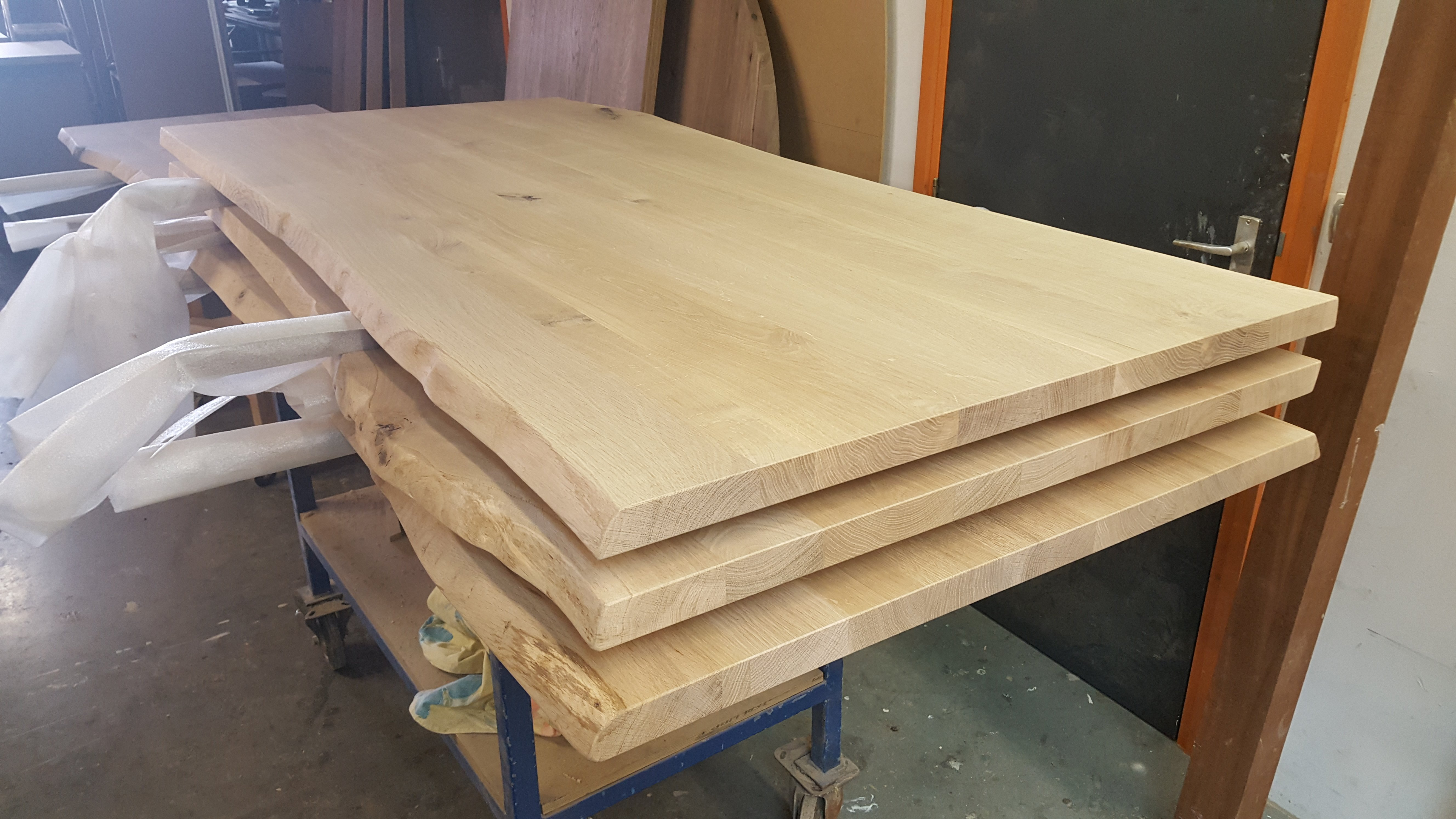 Massief eiken boomstam tafelblad meubelfabriek westra